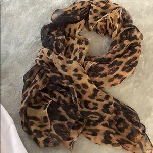 Beautiful large scarf 🧣